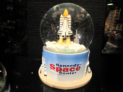 kennedy_space_center_snowglobe_meiwah
